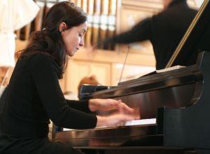 Geisa Dutra, pianist